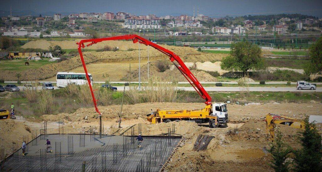 A betonpumpálás eszköze a betonpumpa